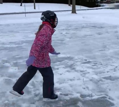 outdoor_rink_playing_300